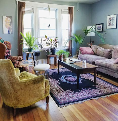 Cozy Bohemian Room in Downtown Salem