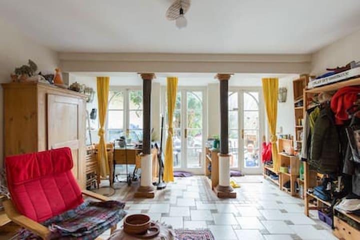 Comfortable Nice room in Well neighbourhood