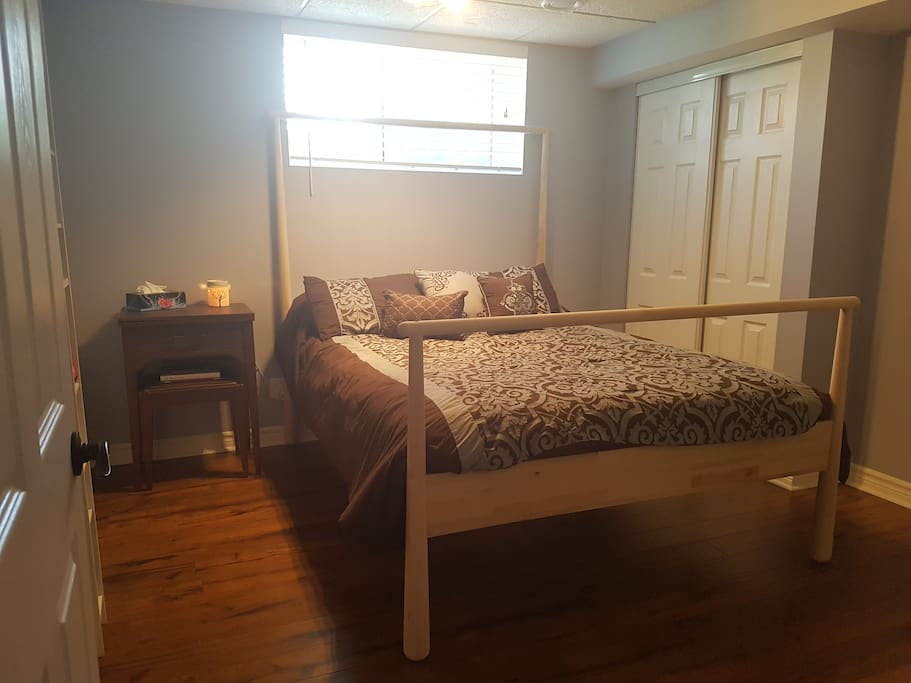 The guest room, with Queen sized bed