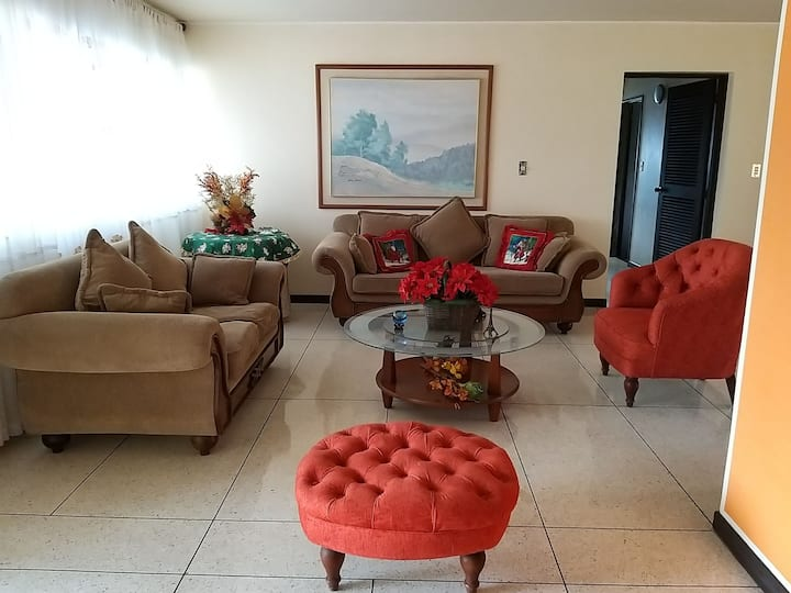 Amplio apartamento con espectacular vista al Avila