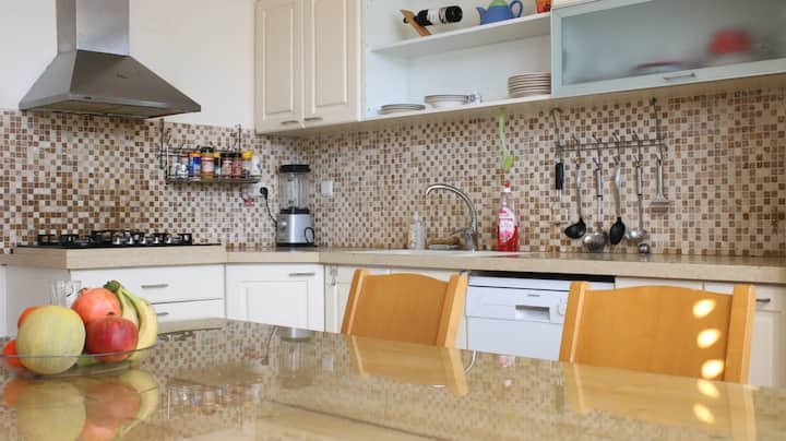 Family apartment in Ra'anana, 4 bedrooms and deck.