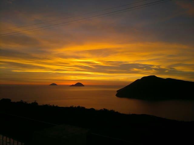 Bilocale al tramonto! - Quattropani - House