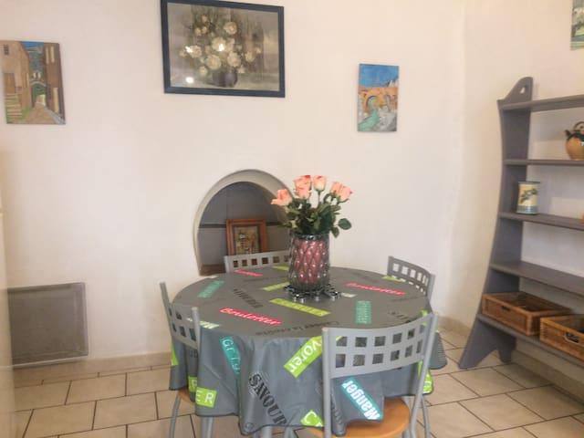 """joli Maison village calme, terrasse, """"grand site"""" - Saint-Jean-de-Fos - Dům"""
