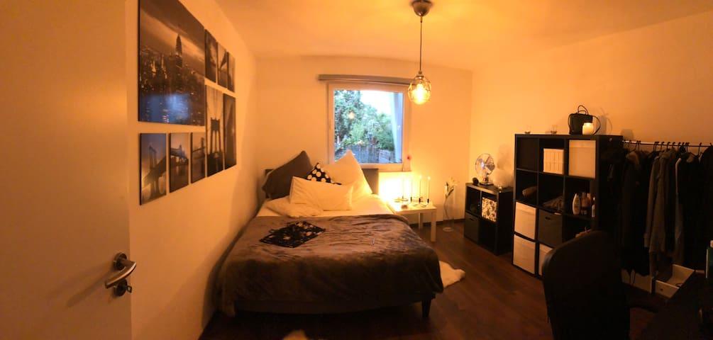 Ruhiges Zimmer in zentraler Lage mit Gartenblick