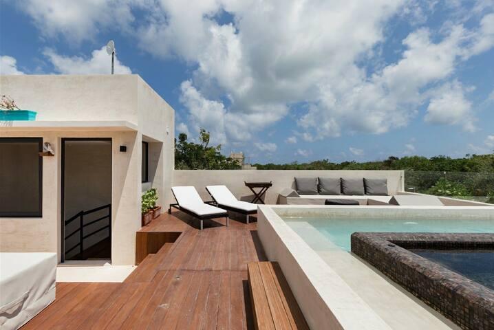 BrandNew Design 5* Apartment Rooftop PoolJacuzzi