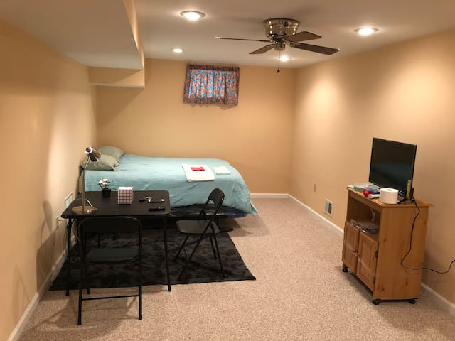 Comfortable, clean & safe home .Close to I-95 & DC