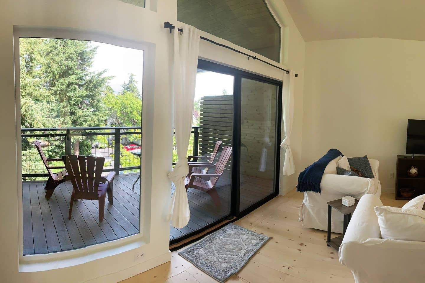 The lovely deck offers cool evenings that are so nice and private.