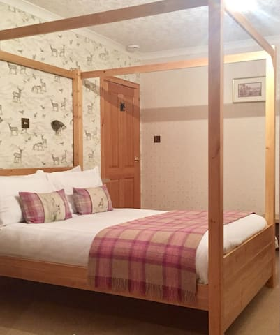 Riverview Four Poster bed, en-suite, central