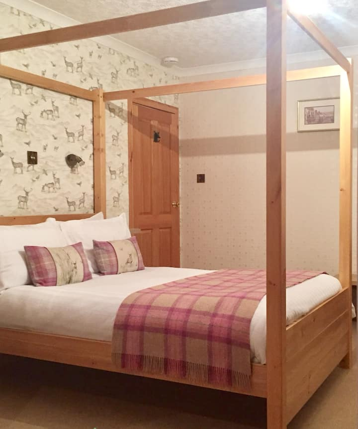 Riverview Four Poster bed, en-suite, ROOM ONLY