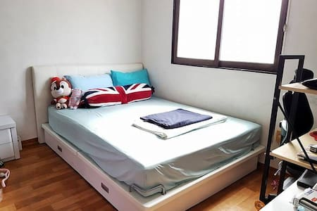 Kpop star's home! 10 mins to HongDae!  Queen bed~ - Mangwon 2(i)-dong, Seoul - Apartment