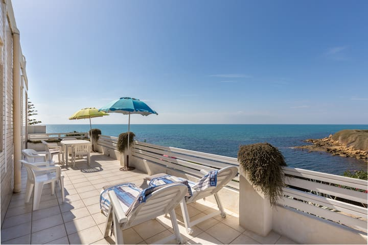 Charme e relax in front of the sea - Punta Braccetto - Apartment