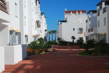 Tres Palmas in Valle Romano apartment - Estepona - Daire