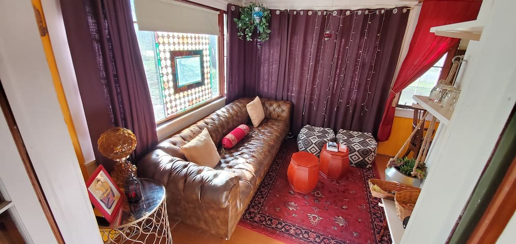 100 Year Old Eclectic Sanctuary - Private Suite!