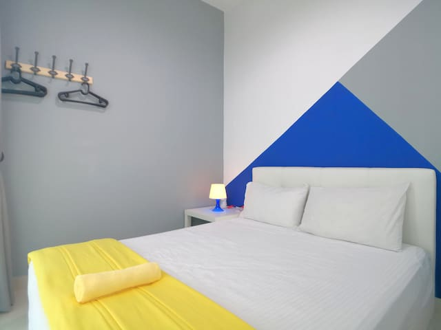 Ground floor room with 1 queen size bed. It is fully air conditioned.
