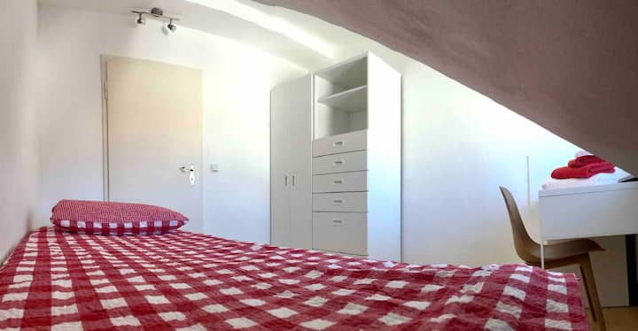 Cozy room close to Uni & city center