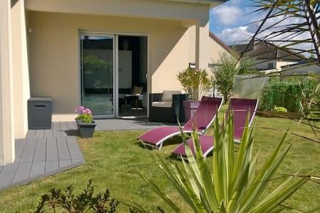 Chambre lumineuse avec terrasse et jardin - Damigny
