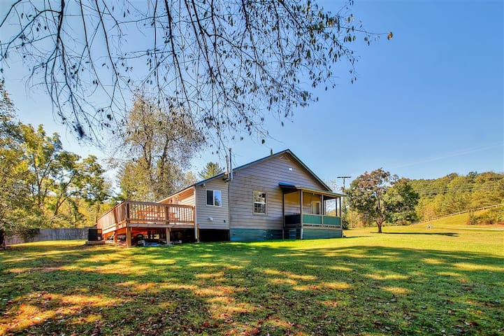 Fully Remodeled 2BR Glen Jean Home w/Deck!