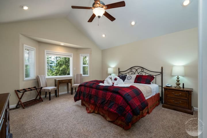 Moonrise Lodge master suite with view