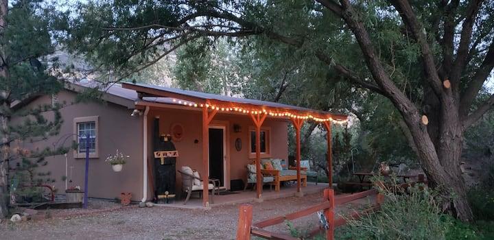 Ravensnest, Grizzly Rose Guest Cottage