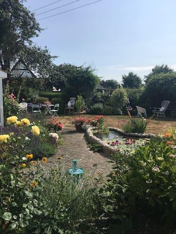 Spacious Cottage Garden Annex (serviced)