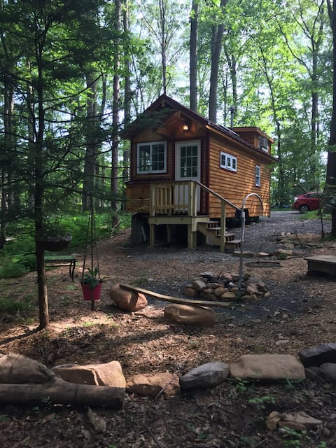Tiny House-Cozy, Cottage Style in Wooded area