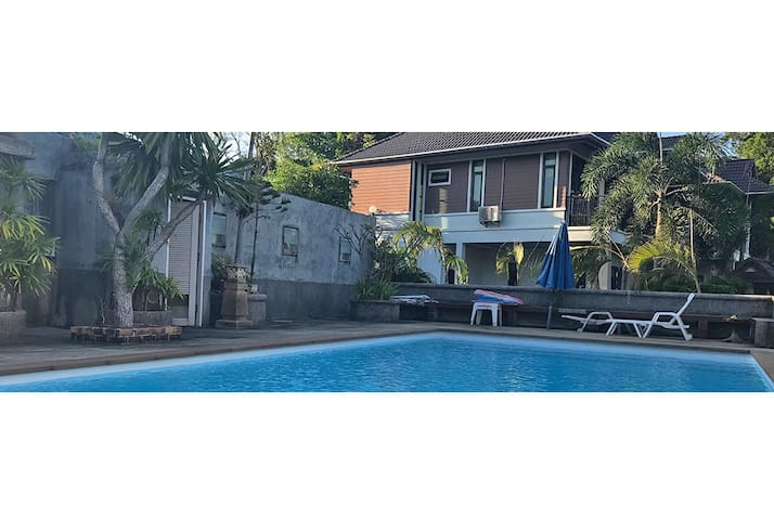 Seaview house, 2 bedrm, kitchen/living, pool, yard