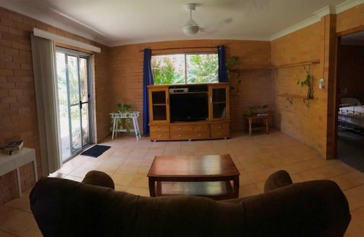Tintenbar Self contained studio on small acreage