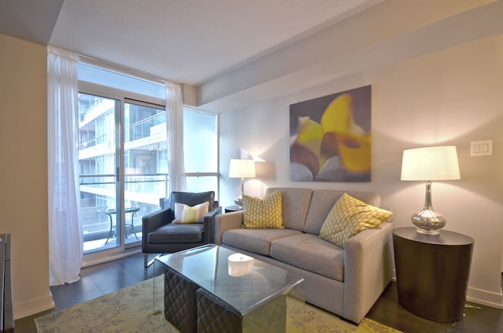 Lux Downtown Condo ~With Parking