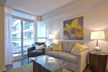 Lux Downtown Condo ~With Parking - Toronto
