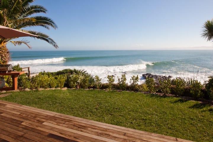 Whale Bay Surf Bach