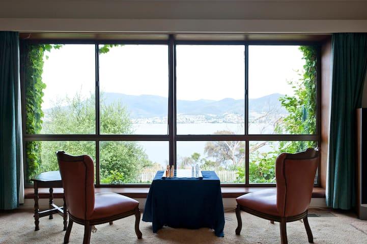 Waterfront Villa near MONA & city 看惠灵顿山的河景别墅(近市区) - Otago