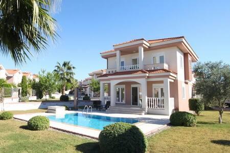Stunning Aquarius Villa
