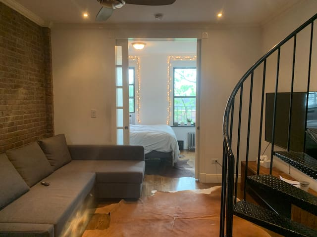 Cozy Modern-Sleeps 4- with PRIVATE ROOFTOP