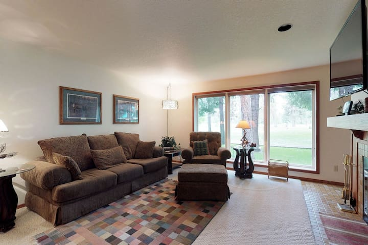 Lovely condo w/ shared pool & views of the 7th hole of the McCall Golf Course