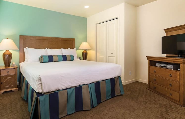 Anaheim Downtown Sleeps 6-8 - Anaheim - Apartment
