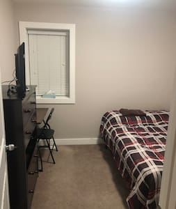 Twin Bed In fully furnished Townhouse.