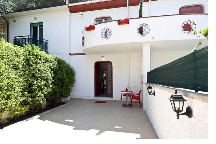 Cecina Mare,giardino,150 mt.mare,cani benvenuti!