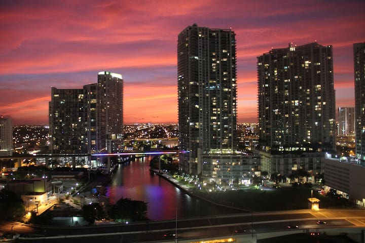 Beautiful BR in Luxury building in Brickell - Miami - Departamento