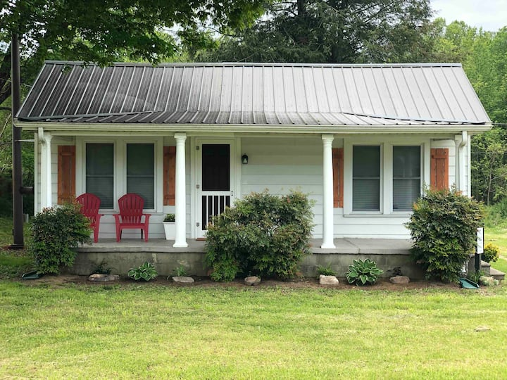 Hemlock Cottage-Quaint and cozy country getaway