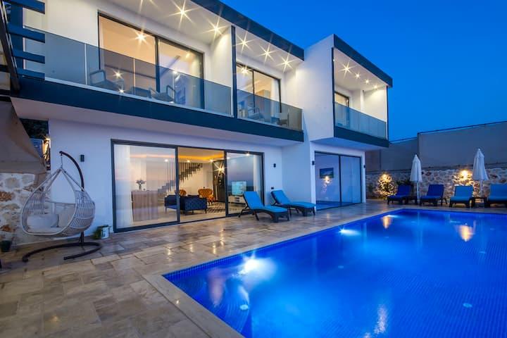 3 Bedroom Villa Secluded Pool + Heated Indoor Pool
