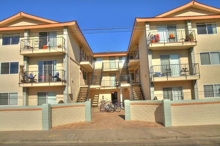 Entire Apartment Close to UCSB and the beach!