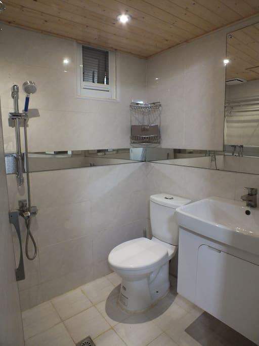 獨立衛浴及淋浴設備