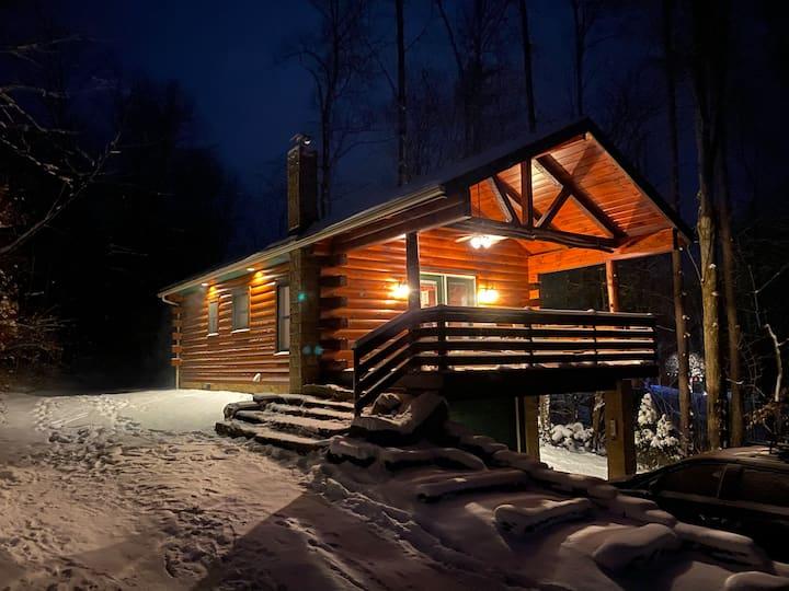 Lake-Top Cabin, Cozy & Romantic Getaway
