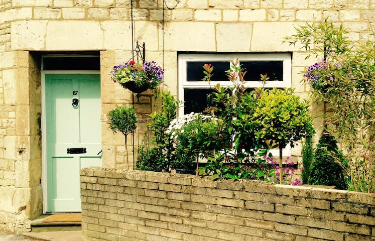 Central Cirencester,  Ensuite Room, Corner Cottage