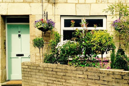 Central Cirencester,  Ensuite Room, Corner Cottage - Cirencester