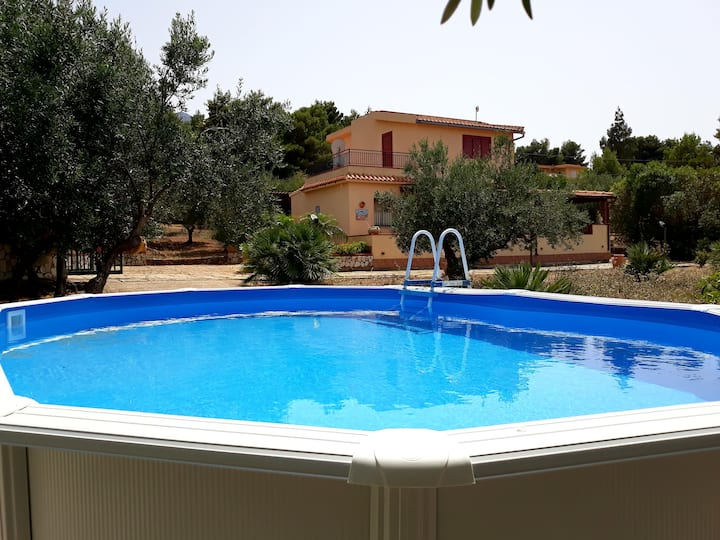Holiday Villa with pool for 8 peopl