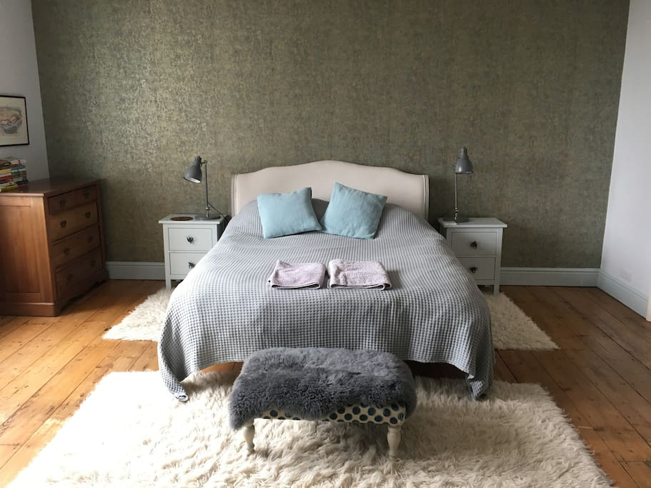 Bedroom 1 - king-size double bed