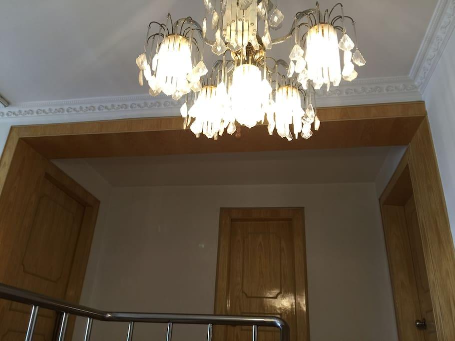 楼上两个卧室和卫生间