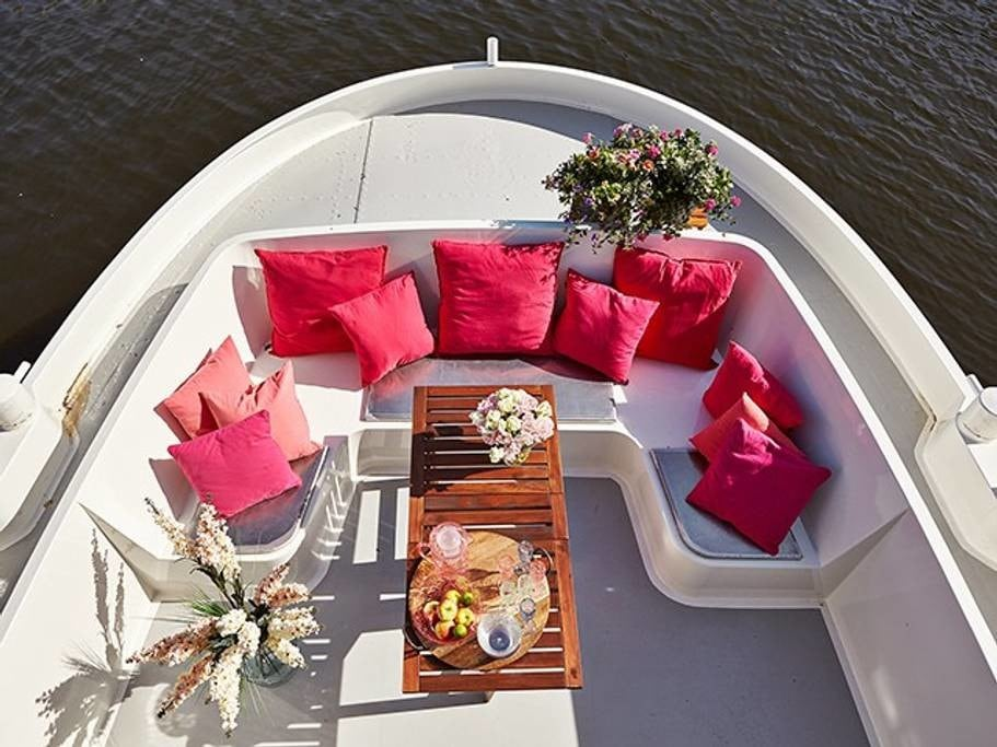 Best Airbnb In Amsterdam| Romantic Houseboat Amsterdam Airbnb | Houseboat Rental Amsterdam | Airbnb Amsterdam Houseboat | Luxury Houseboat Rentals Amsterdam | Cheap Houseboat Amsterdam |