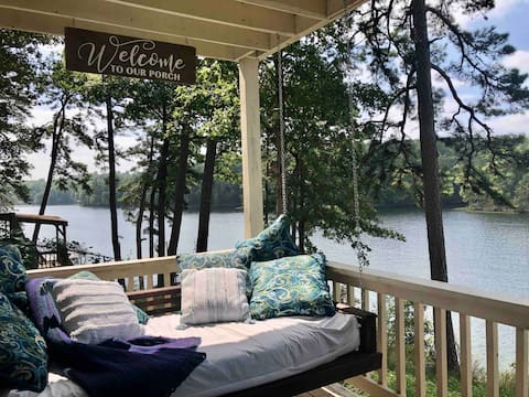 Charming Lakeside Room on Lake Norrell + Breakfast